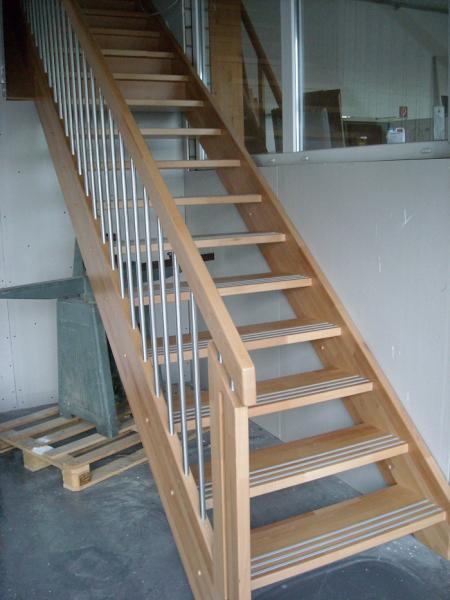 Treppen Aus Holz, Ob Geradlinig, Gewendelt, Freitragend